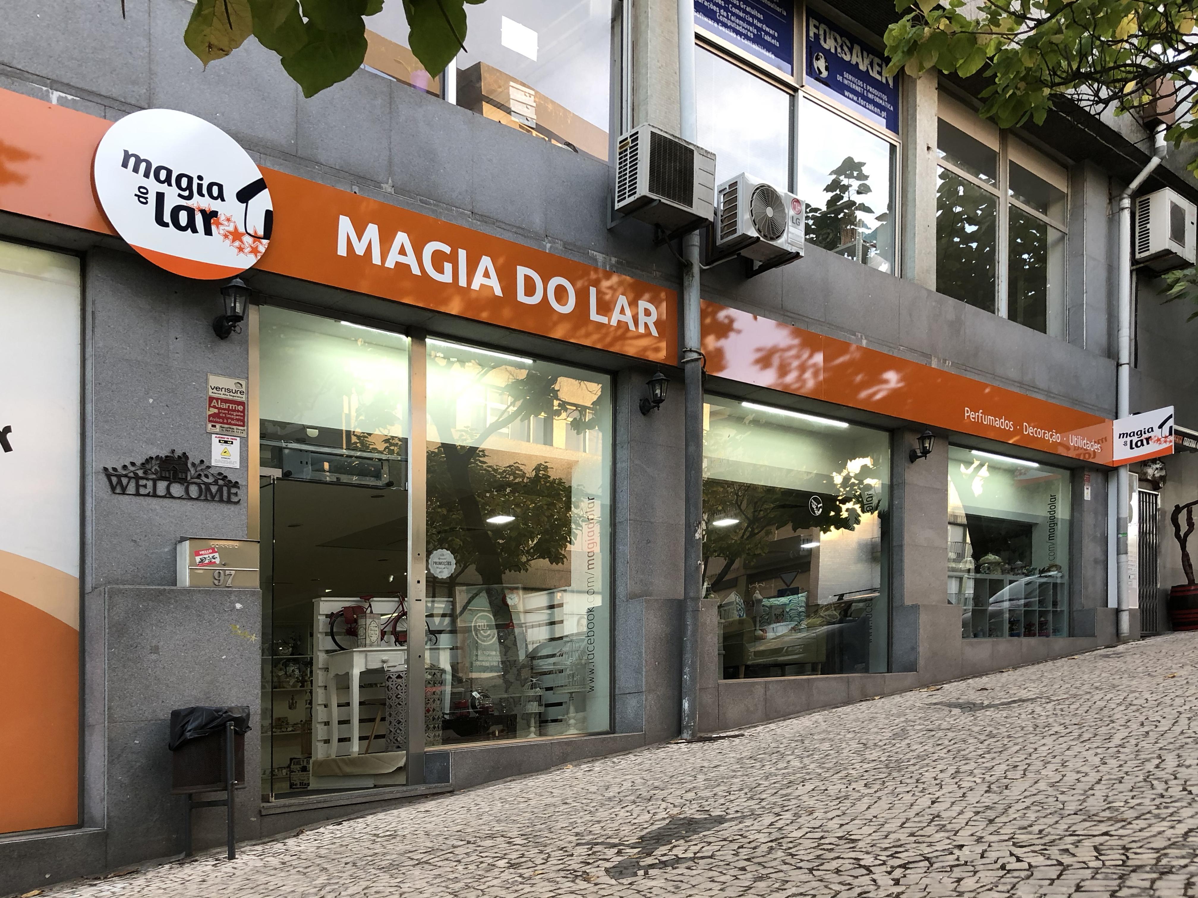 Fachada da Loja de Santo Tirso - Porto